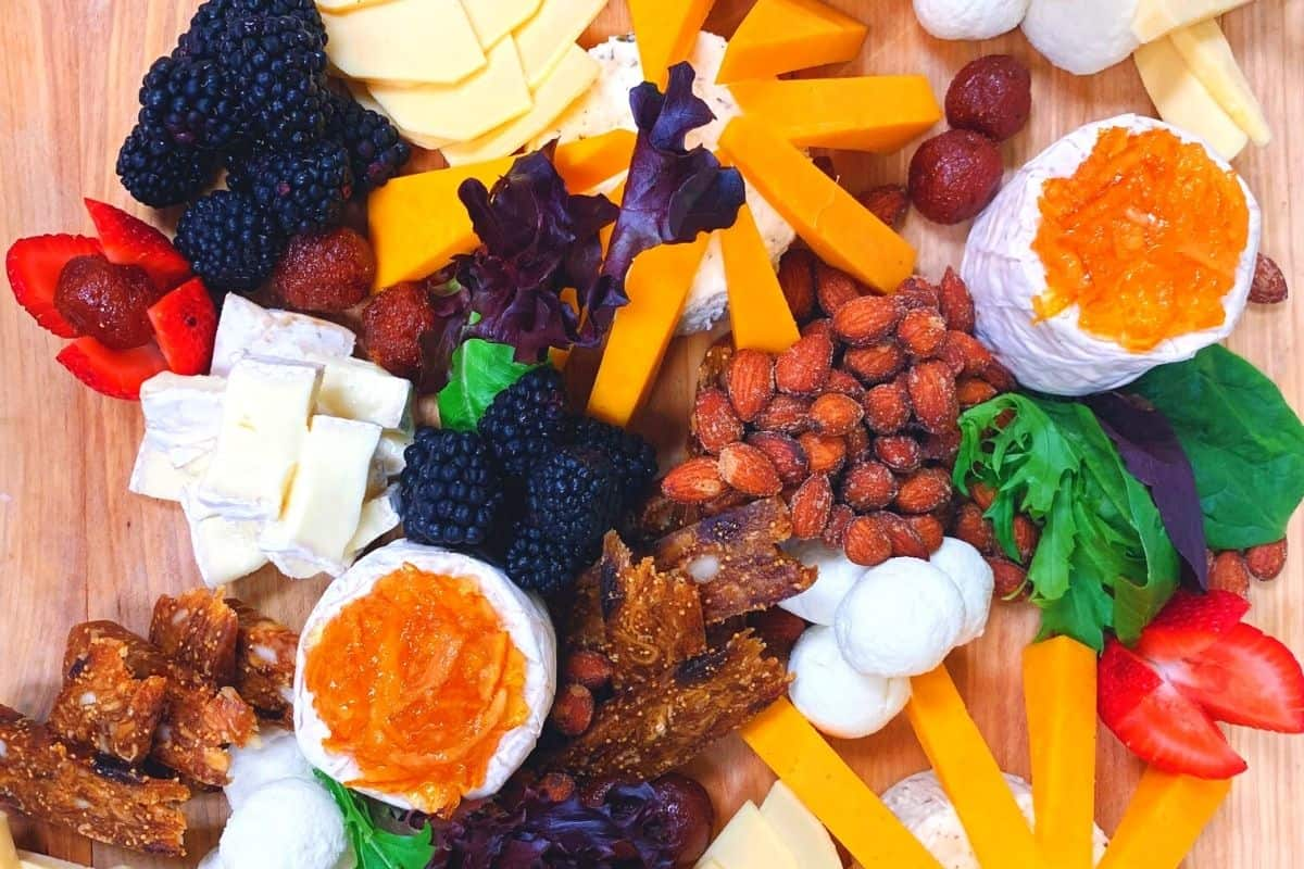 fruit and cheese board appetizer